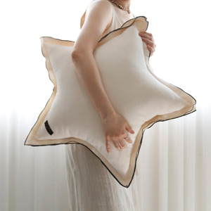 Star ruffle Pillow_ivory